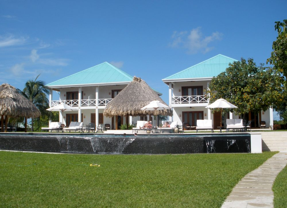 Villas and Infinity Pool at Victoria House